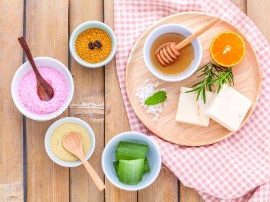 Natural Spa Ingredients sea salt , tanaka , aloe vera,orange,ros