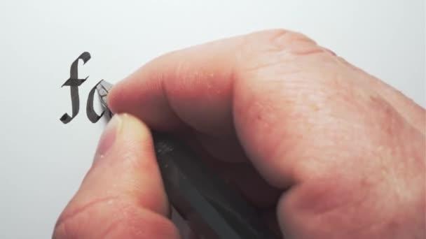 Modeblog. Handschrift mit Stift. Kalligraphie Nahaufnahme.