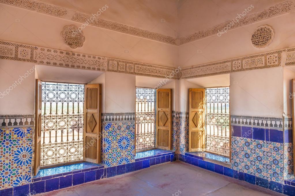Le piastrelle colorate della kasbah di taourirt come stile arabo