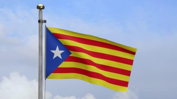Katalónia független zászló hullámzó szél kék ég felhő. Katalán estelada banner, lágy selyem. Ruha szövet textúra zászlós háttér. Használat nemzeti és országos alkalmakra koncepció-Dan