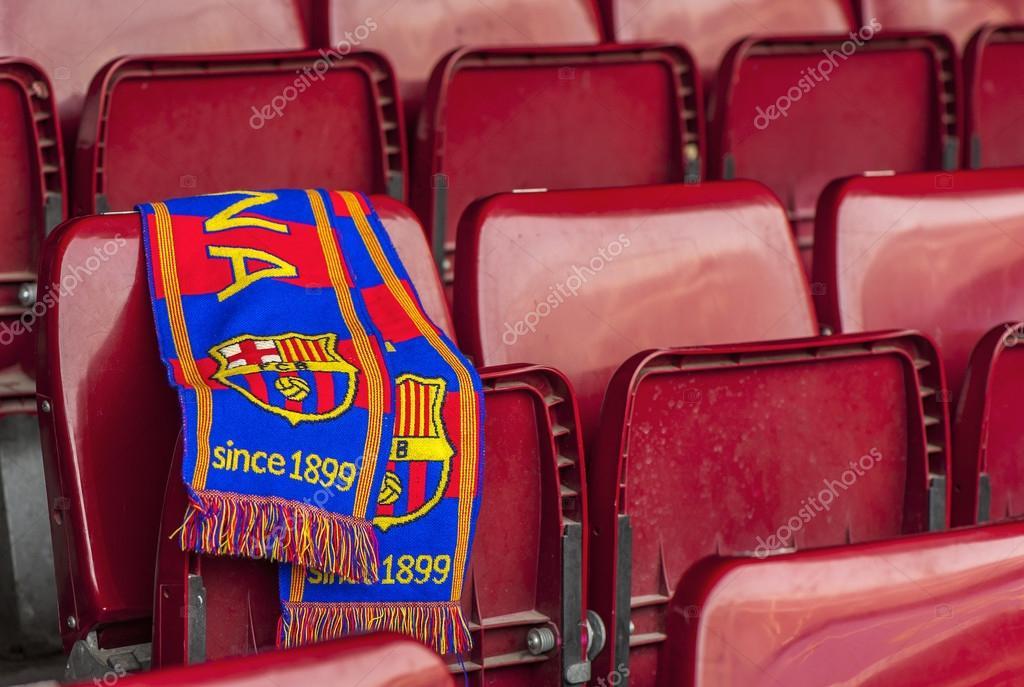 Bufanda del Barcelona FC en la tribuna — Foto editorial de stock ... dde8685de67