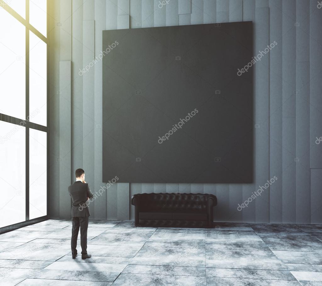 homme daffaires regarde picturein noir blanc chambre moderne avec leat photo