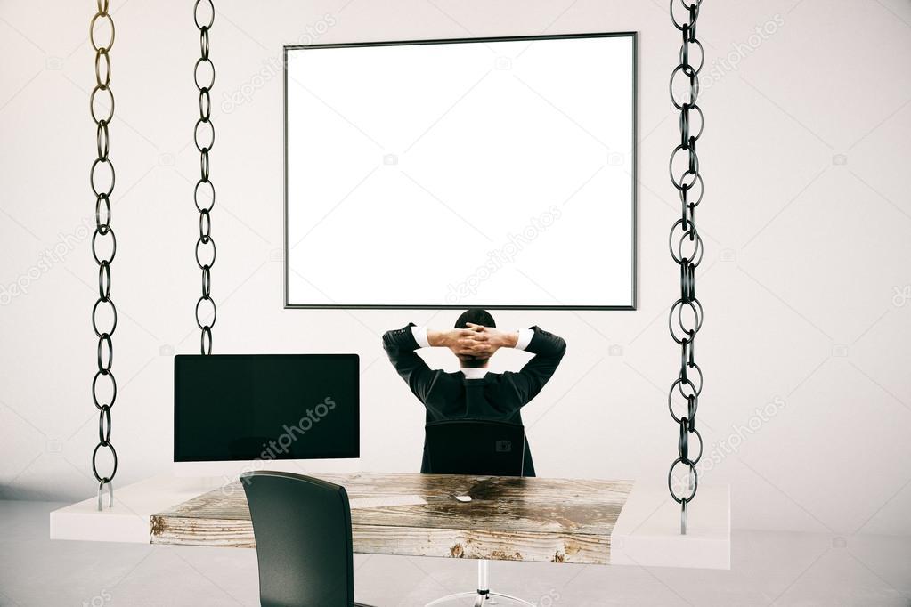 Scrivania Ufficio Sospesa : Uomo daffari in ufficio con la cornice vuota u2014 foto stock © peshkov