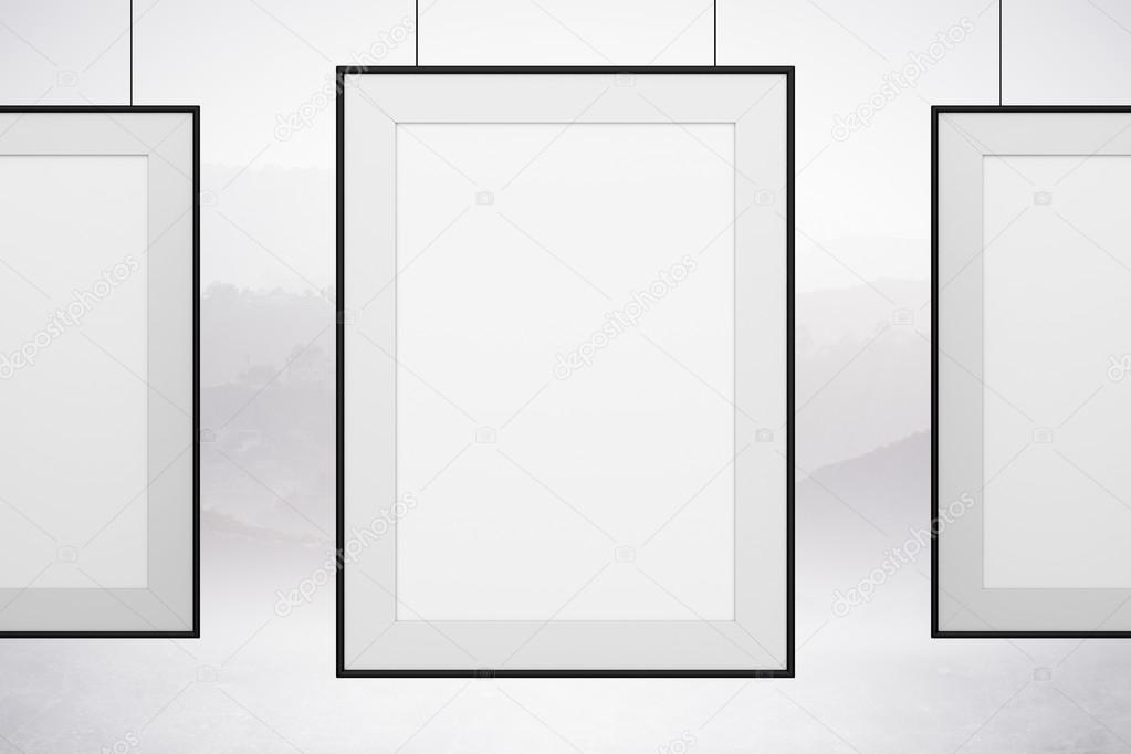 Colgando cuadros en blanco — Foto de stock © peshkov #63881633