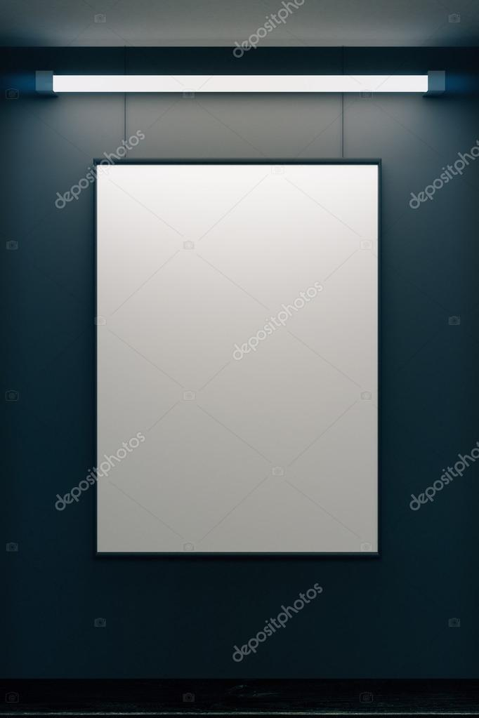 Leere Bilderrahmen an grauen Wand mit leuchtenden Lampe, mock-up ...