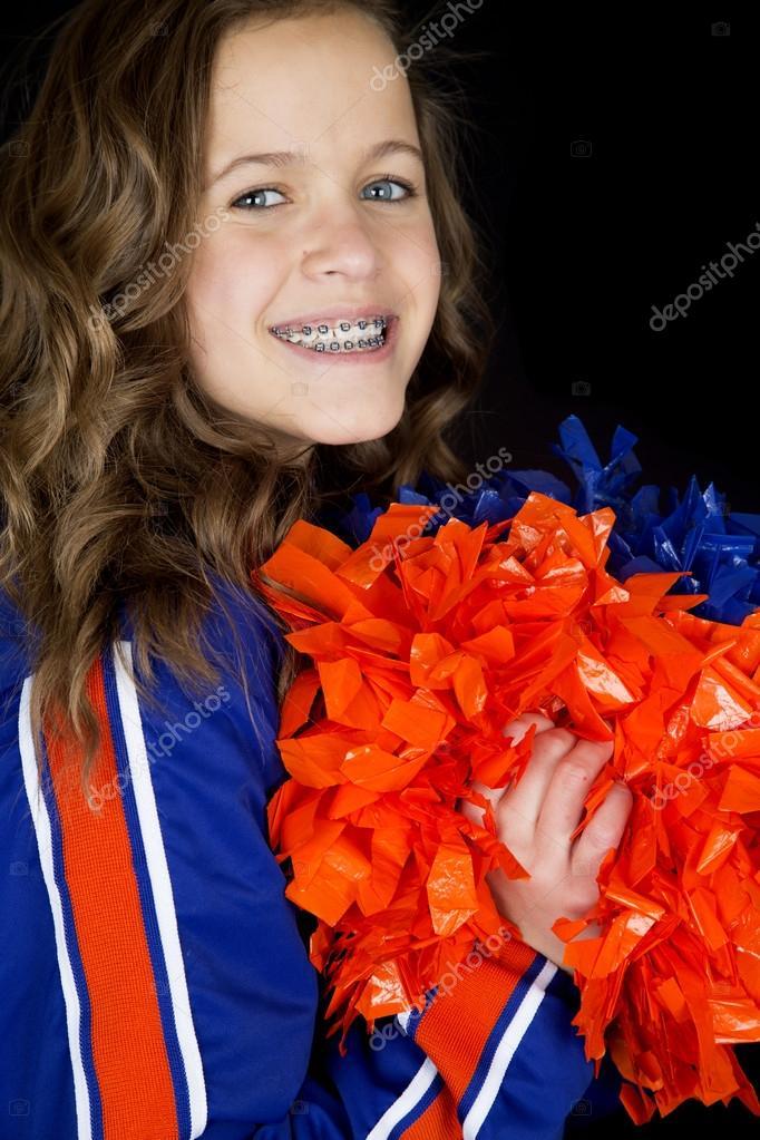 Cheerleader Teen Ritratto Holding Pon Pon Sorridente Foto Di Sixdays24