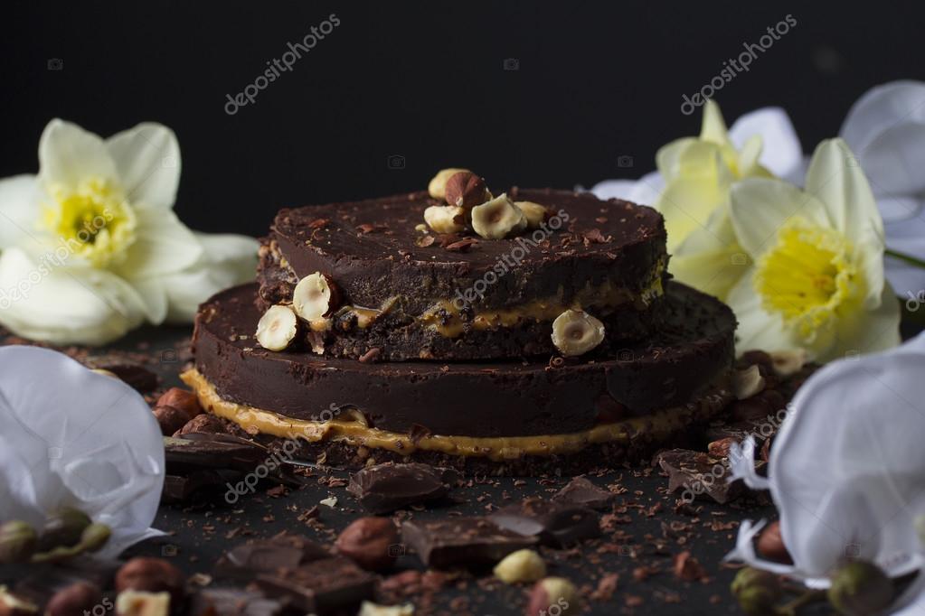 Chef Ist Wenig Schokolade Kuchen Mit Nussen Dekorieren Stockfoto