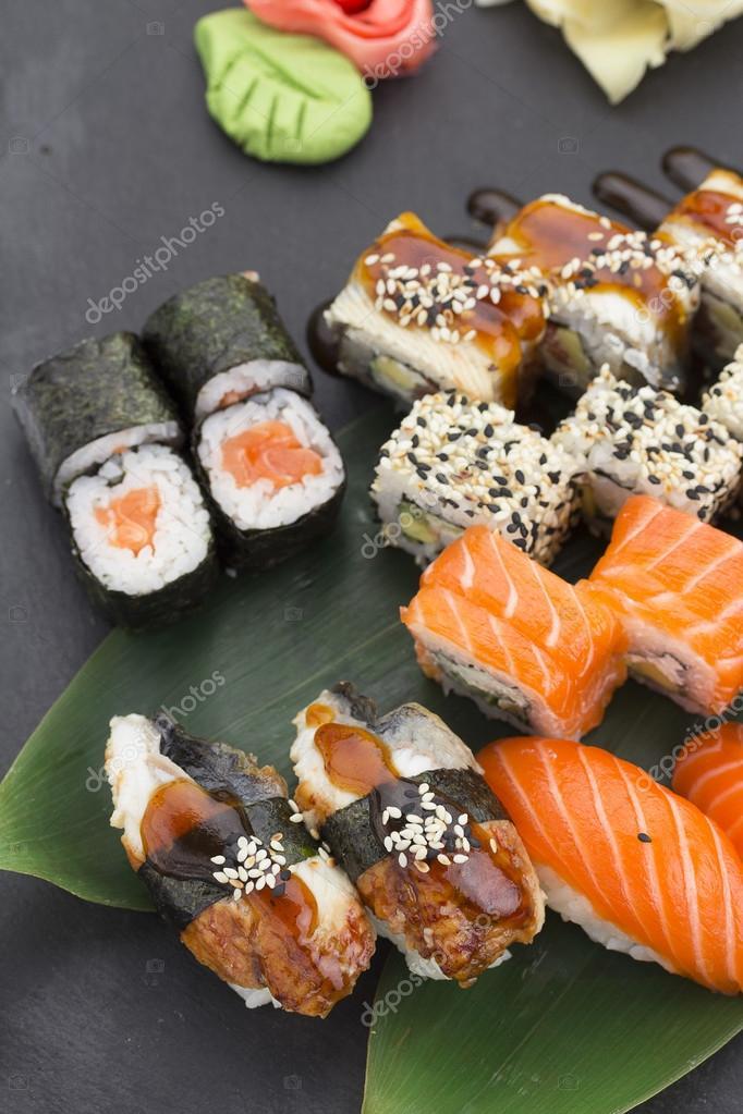 cuisine japonaise sushi avec des ingr dients frais photographie ostancoff 105523038. Black Bedroom Furniture Sets. Home Design Ideas