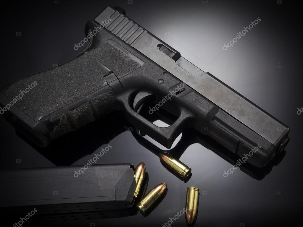 Tabanca Silah Siyah Arka Plan üzerine Stok Foto Vetre 90715818