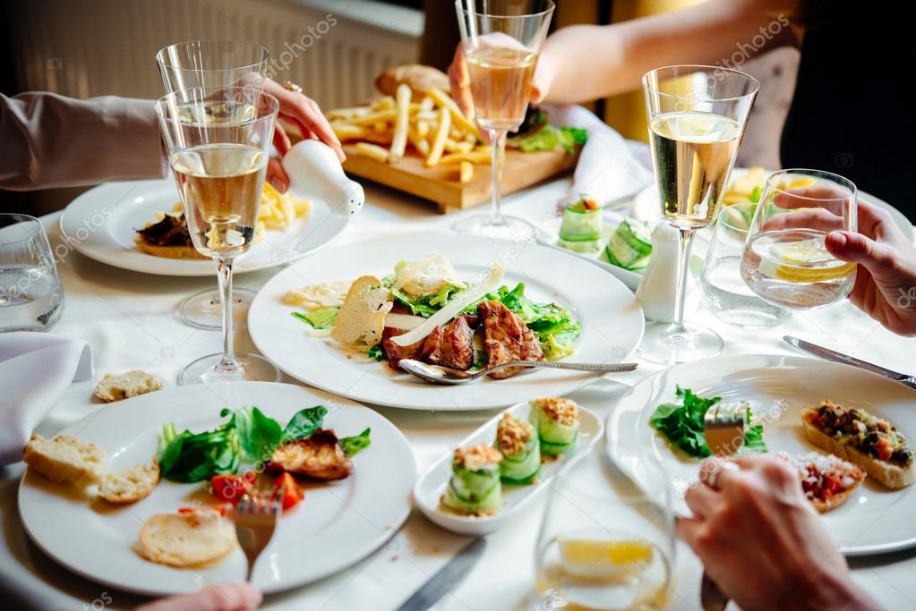 Cena al ristorante - Foto Stock: Foto, Immagini ...