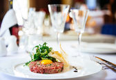 Hovězí biftek s salát z rukoly