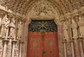 Porta Coeli. Gotický portál románsko-gotická bazilika Nanebevzetí Panny Marie, Česká republika, postavený v roce 1230