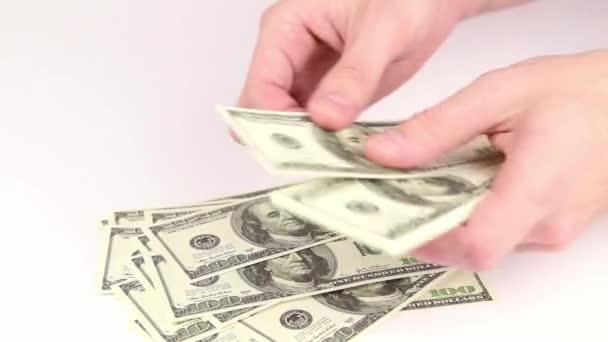Počítání peněz v rukou - dolary