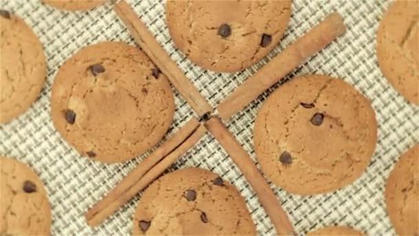 Rotating cookies and cinnamon on napkin