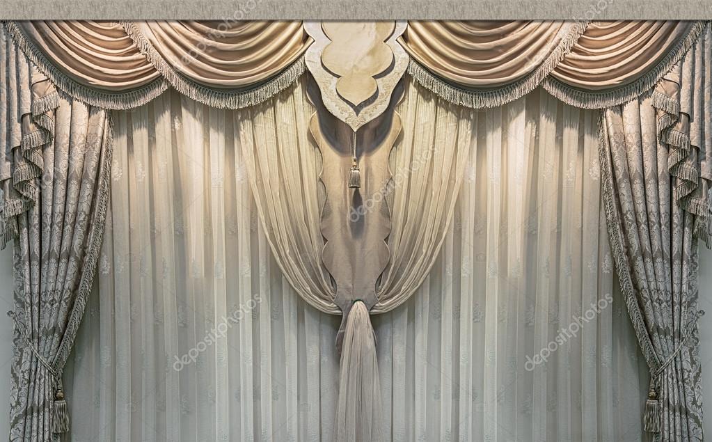 luxe interieur een gordijnen en een tule gemaakt van natuurlijke materialen stockfoto