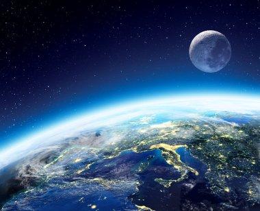 Gece - Europe uzaydan Dünya ve ay görünümü