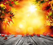 Photo Autumn background with red falling leaves on wooden plank