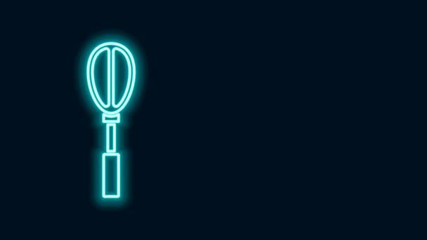 Žhnoucí neonová čára Kuchyně whisk ikona izolované na černém pozadí. Nádobí na vaření, šlehač vajec. Znamení příboru. Symbol směsi jídla. Grafická animace pohybu videa 4K