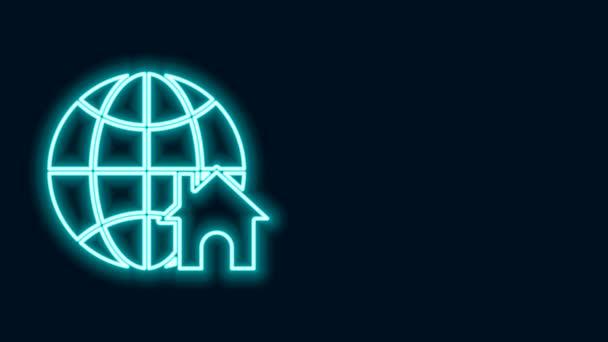 Leuchtende Leuchtschrift Globus mit Haussymbol auf schwarzem Hintergrund. Immobilienkonzept. 4K Video Motion Grafik Animation