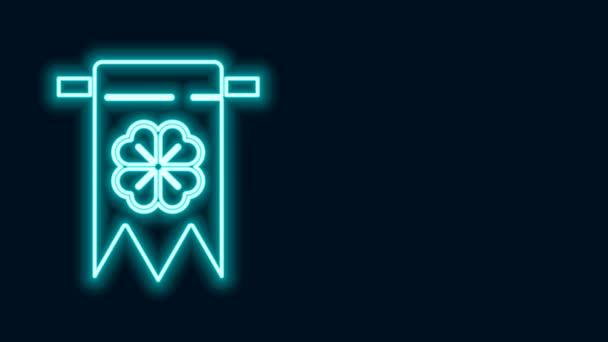 Zářící neonová čára Ikona čtyřlístkového jetele izolovaná na černém pozadí. Párty na oslavu narozenin, festival. Šťastný den svatého Patrika. Grafická animace pohybu videa 4K