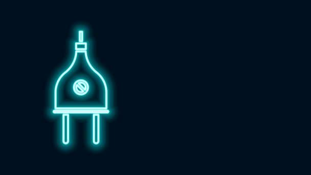Ragyogó neon vonal Elektromos dugó ikon elszigetelt fekete alapon. A villamos energia csatlakoztatásának és lekapcsolásának fogalma. 4K Videó mozgás grafikus animáció