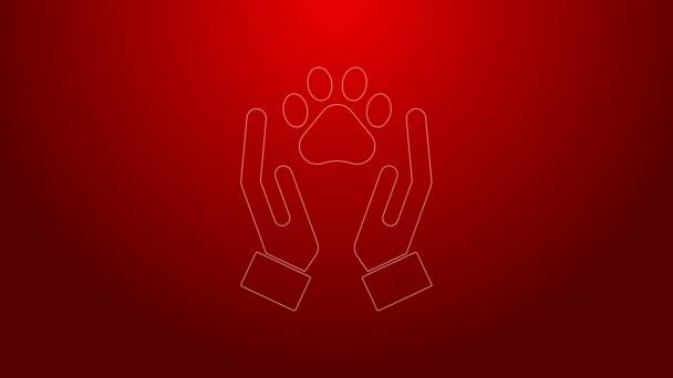 Zöld vonal Kezek állatok lábnyom ikon elszigetelt piros alapon. Mancs a szívben. Szeretettel az állatoknak. 4K Videó mozgás grafikus animáció