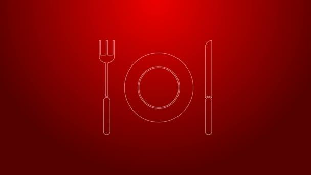 Zelená čára Deska, vidlice a nůž ikona izolované na červeném pozadí. Symbol příboru. Značka restaurace. Grafická animace pohybu videa 4K