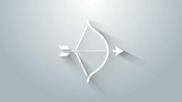 Fehér Íj és nyíl ikon elszigetelt szürke háttér. Kupidó szimbólum. Szerelem jel. Valentin napi fogalom. 4K Videó mozgás grafikus animáció