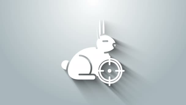 White Hunt auf Kaninchen mit Fadenkreuz-Symbol auf grauem Hintergrund. Vereinslogo mit Kaninchen und Zielscheibe. Zielfernrohr auf einen Hasen. 4K Video Motion Grafik Animation