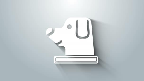 Fehér Kutya asztronauta sisak ikon elszigetelt szürke háttér. 4K Videó mozgás grafikus animáció
