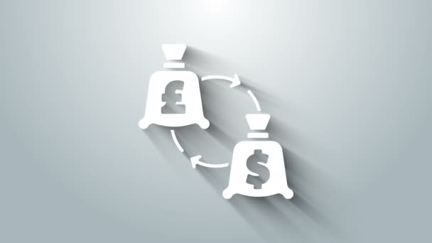 Fehér Valutaváltó ikon elszigetelt szürke háttér. Euró és dollár átutalás szimbólum. Banki pénznem jel. 4K Videó mozgás grafikus animáció