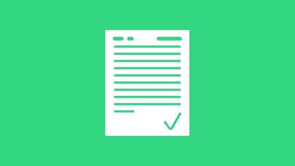 Weißer Prüfungsbogen mit Häkchen-Symbol auf grünem Hintergrund. Prüfungsarbeit, Prüfungskonzept oder Umfragekonzept. Schultest oder Prüfung. 4K Video Motion Grafik Animation