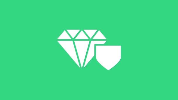 Weißer Diamant mit Schildsymbol auf grünem Hintergrund. Schmuck Versicherungskonzept. Sicherheit, Sicherheit, Schutz, Schutzkonzept. 4K Video Motion Grafik Animation