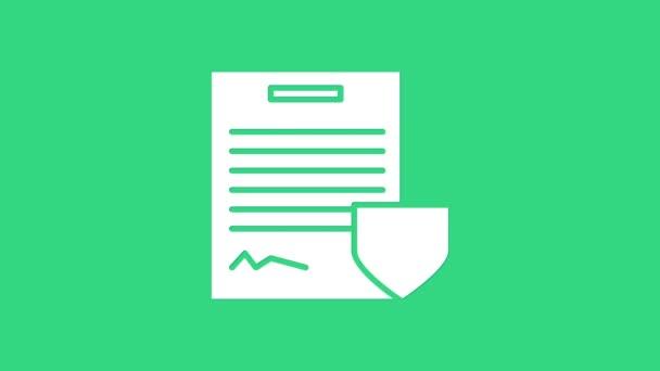 Weißer Kontrakt mit Schildsymbol auf grünem Hintergrund. Versicherungskonzept. Sicherheit, Sicherheit, Schutz, Schutzkonzept. 4K Video Motion Grafik Animation