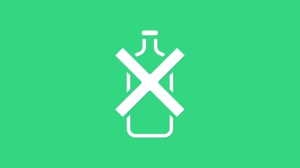 Bílá Ikona bez alkoholu izolovaná na zeleném pozadí. Zákaz alkoholických nápojů. Zakázaný symbol s lahví od piva. Grafická animace pohybu videa 4K