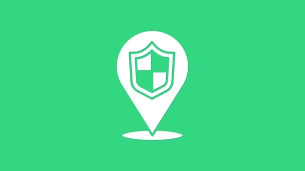 Fehér Helyszín pajzs ikon elszigetelt zöld alapon. Biztosítási koncepció. Őrség jel. Biztonság, biztonság, védelem, adatvédelem. 4K Videó mozgás grafikus animáció