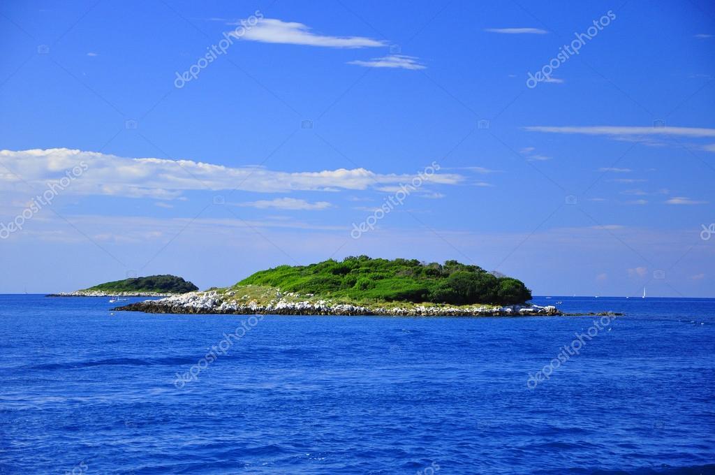 Connu de paysage à la mer, le lagon bleu, beau temps, arbres verts  BI94