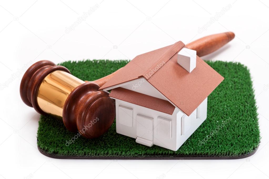 Verkoop van grond om een huis te bouwen u stockfoto taurus