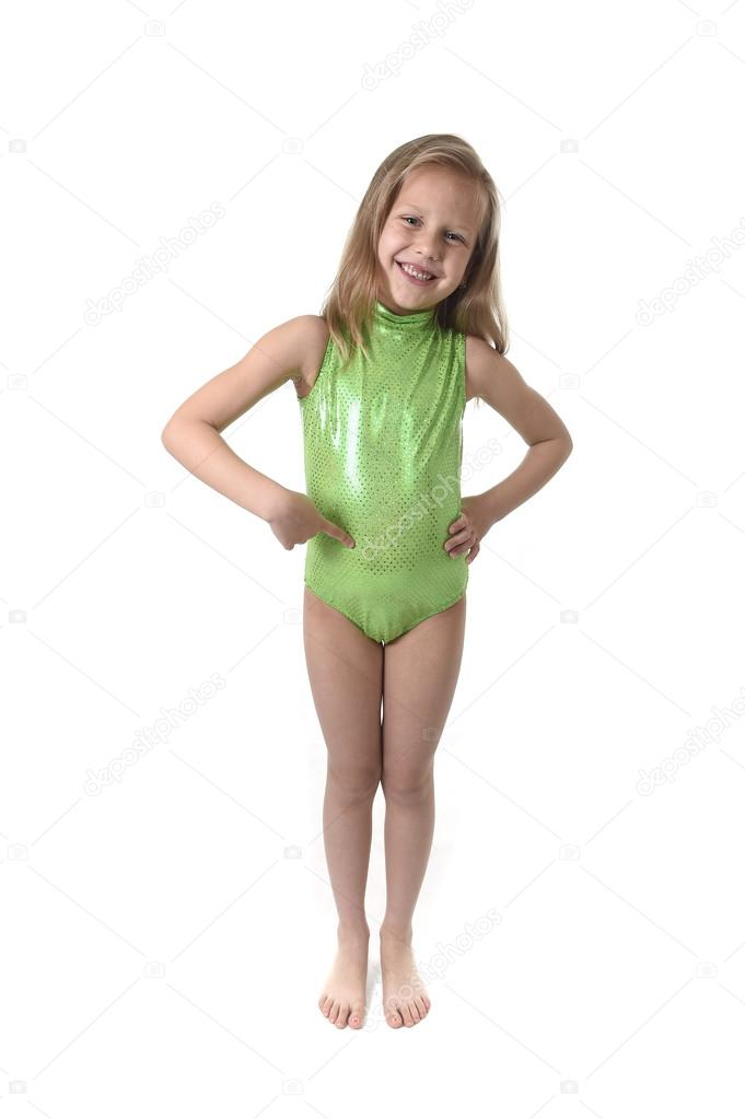 niedliche kleine Mädchen zeigenden Bauch Körperteile lernen Schule ...