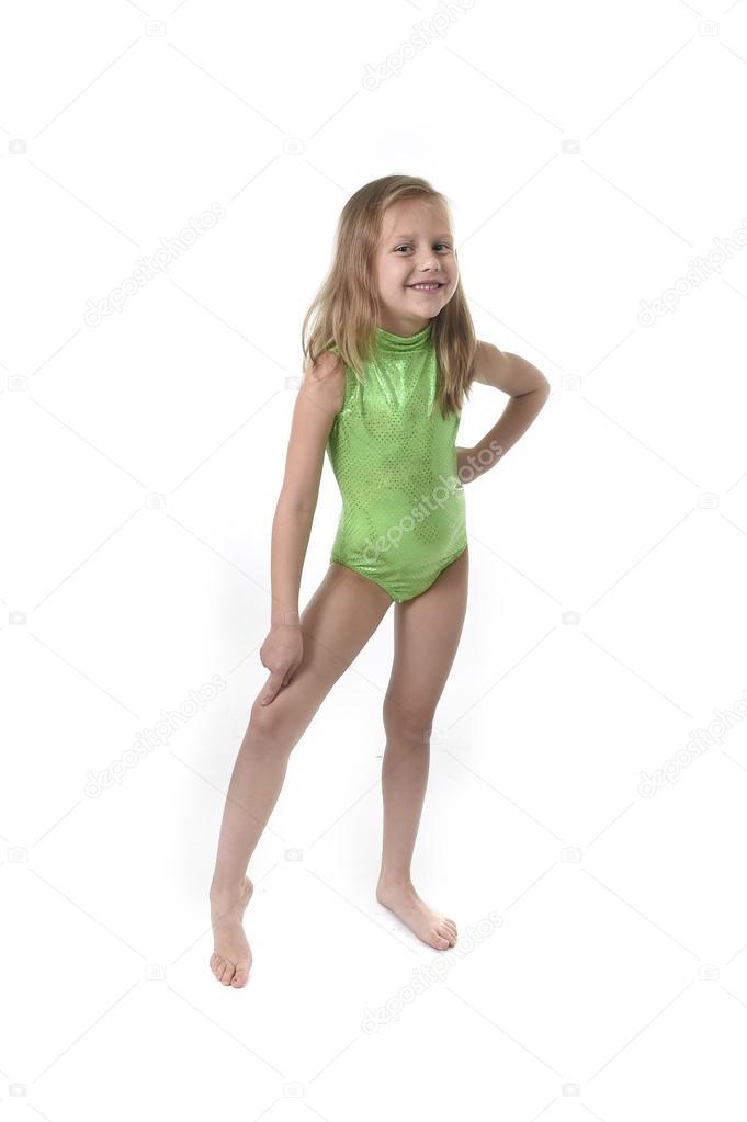 niedliche kleine Mädchen zeigenden Knie Körperteile lernen Schule ...