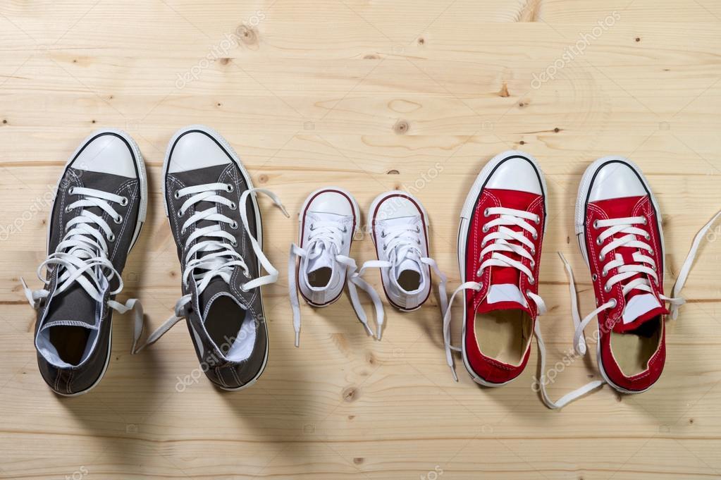 Drei Paar Schuhe In Vater Gro 223 Mutter Medium Und Sohn
