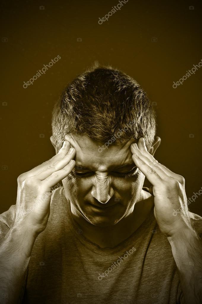 pocit na zvracení bolest hlavy