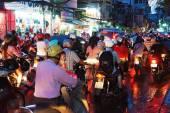 Asijské město, dopravní zácpě v noci