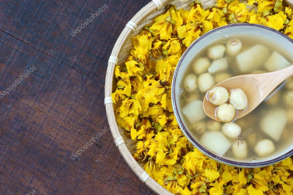 Vietnamese food, sweet lotus seed gruel