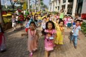 Asiatische Kinder, outdoor-Aktivitäten, vietnamesische Kinder im Vorschulalter