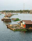 Asiatische Aquakultur, La Nga River, schwimmende Haus