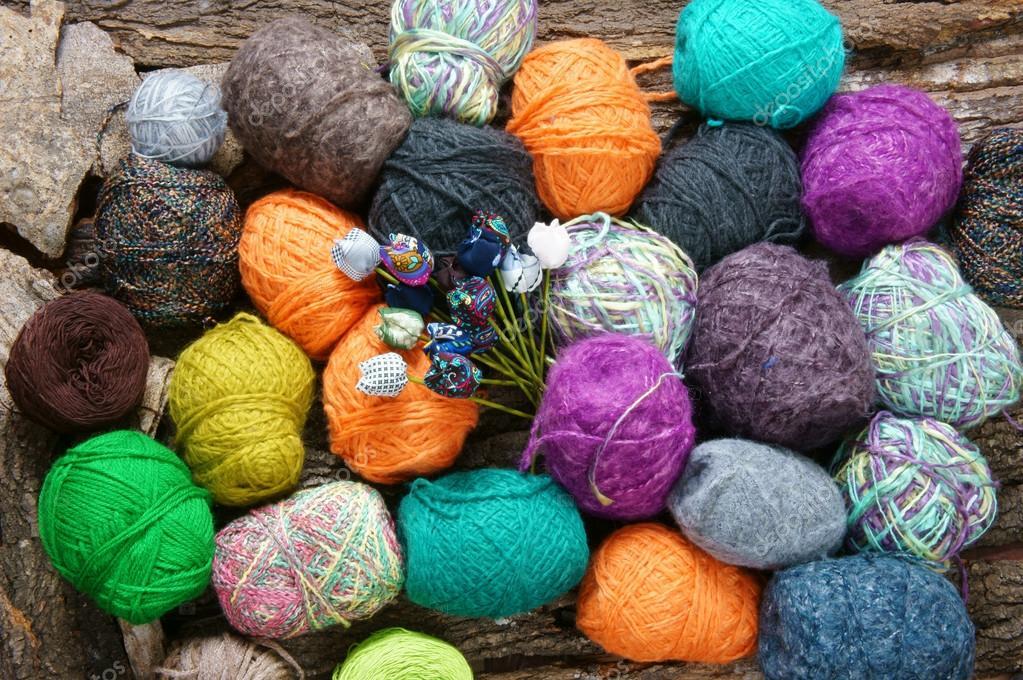 576ca0a3ee3c4 Cadeau fait main pour une journée spéciale comme la fête des mères, fête  des pères, Saint-Valentin ou hiver, tas de pelote de laine à tricoter  écharpe ...