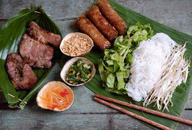 Vietnamese food, spring roll, cha gio, roast meat