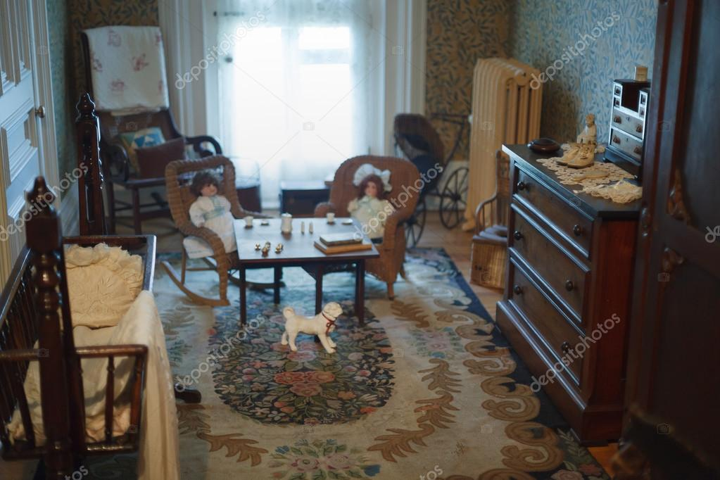 Interiores vintage con muebles de madera en Museo — Foto editorial ...
