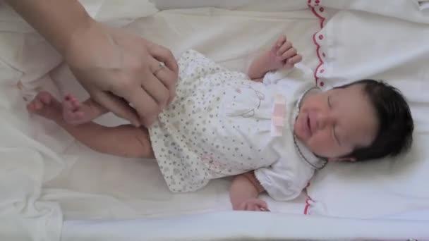 bebé recién nacida niña